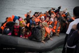 Embarcació amb persones refugiades intentant arribar a costes europees