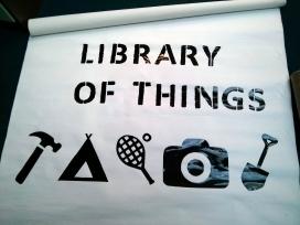 """La """"Biblioteca de les Coses"""" (Library of Things), projecte iniciat per uns joves a Londres, podria ser considerada com a experiència d'emprenedoria social"""
