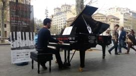 El Maria Canals Porta Cua, accions de piano al carrer per ser tocats. Font: Maria Canals
