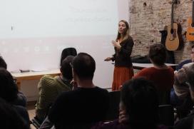 La Mercè Botella va ser a l'Associació per a Joves TEB explicant el projecte Eticom-Som Connexió