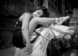 Mini Martí també dirigeix B-Polemic, una empresa social sense ànim de lucre dedicada al 'pole dance'. Font: Eli Mora Photography