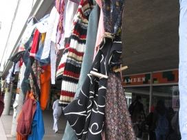 Algunes peces de roba tretes de la deixalleria de la UAB i donades per Engrunes.