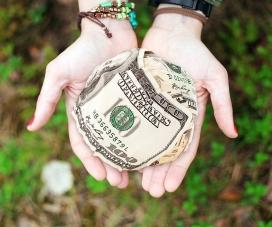 Claus per garantir la gestió transparent de les donacions econòmiques