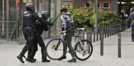 Un fotògraf del col·lectiu Fotomovimiento, Pedro Mata, va captar el moment de l'agressió