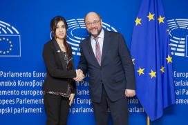 Nadia Murad amb Martin Schulz. Font: © European Union 2016 - European Parliament