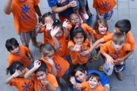 Nenes i nens en una activitat de Can Pedró