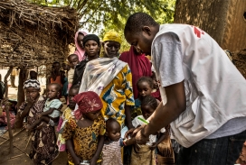 Algunes criatures pateixen malnutrició i malària