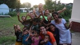 Instantània amb els nens i nenes a Katmandú.