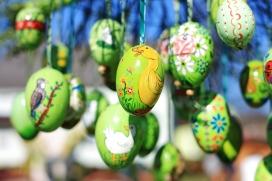 Els ous de Pasqua decorats amb colors. Font: Pixabay