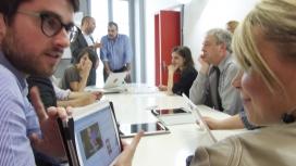 reunió, tablet, persones primer pla