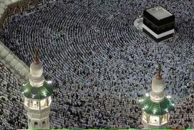 Persones musulmanes resant a la Meca
