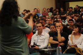 persona parlant en públic_New Media MK_Flickr