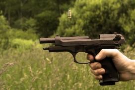 El negoci de les armes amb la tragèdia de les persones refugiades. Font: Pixabay