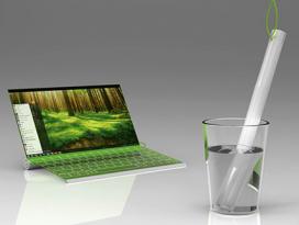 El teclat i la pantalla s'enrotllen i es deixen en un got d'aigua.