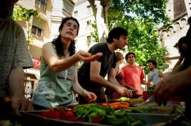 """Durant el """"Gran Dinar"""" organitzat per la PAA el 2014 es van recuperar més de 4 tones de menjar (imatge: gran dinar)"""