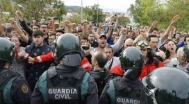 Oposició pacífica a les forces policials de l'Estat.