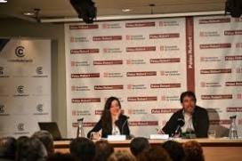 Laia Grabulosa, directora de La Confederació, i Pau Vidal, coordinador de l'Observatori del Tercer Sector, durant la presentació del segon Anuari 2016. Font: La Confederació