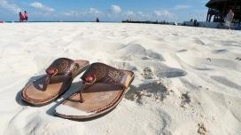Sandalies a la sorra. Font: davidgordillo (flickr.com)