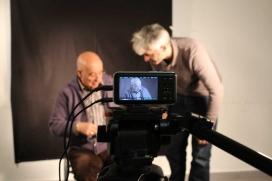 El projecte 'Savieses, cámera en mà' pretén donar resposta a la solitut no volguda de les persones grans..