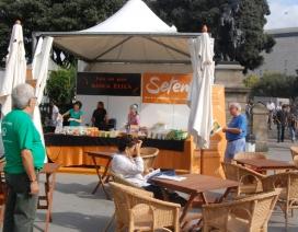 Cafeteria de comerç just en una edició anterior de la Festes de la Mercè. Font: Setem