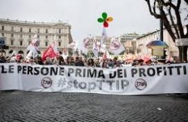 Manifestació a Roma al mes de maig en contra del TTIP (imatge: @mariaritamara)