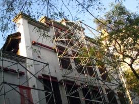 La façana del Teatre Arnau amb una bastida. Font: Viquipèdia