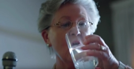 L'aigua mineral, beguda per substituir l'alcohol. Font: FCC