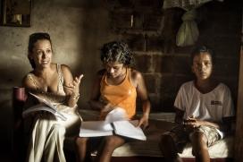 A l'esquerra Valdina Paulino, en lluita contra la pobresa i la violència als barris més marginals de Brasil.