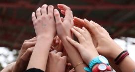 Mans i braços amunt