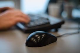 El voluntariat digital es pot fer des de casa. Font: Pexels