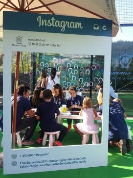 Les persones voluntàries en una activitat de difusió i sensibilització al Real Club de Polo de Barcelona (Font: Enriqueta Villavecchia)