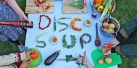 Les Disco Soup tenen una compenent festiva alhora que lluiten contra el malbaratament alimentari (imatge: discosoupe.org)