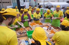 100 voluntaris i voluntàries al Gran Dinar de Barcelona organitzat per la PAA van recuperar més de 4 tones d'aliments, servint més de 4000 racions (imatge: aprofitemelsaliments.org)