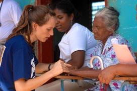 Voluntària internacional. Font: Wikimedia