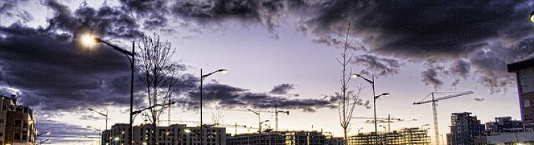 Construccions durant el boom immobiliari. Foto: Gabriel Villena (Flickr).