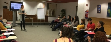 Una de les càpusles de formació del curs a càrrec d'una formadora de la Fundació Vicki Bernadet