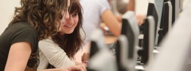 L'educació és un dels drets que es pot veure vulnerats amb la bretxa digital. Font: Universidad de Navarra (CC BY-ND 2.0)
