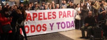 Imatge de la concentració per demanar el tancament del CIE. Font: web publico.es