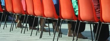 Cadires vermelles. Imatge amb llicència CC BY 2.0 (https://creativecommons.org/licenses/by/2.0/#)