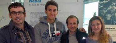 Pep Basart, Martí Lázaro i LLuna Martí en guanyar la beca GAES, acompanyats per Ferran Latorre / Foto: Projecte Chhanga