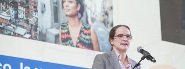 Lorena Zárate durant la conferència inaugural del VI Congrés del Tercer Sector Social.