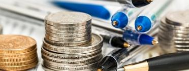 Imatge monedes i boligrafs. Font: Pixabay