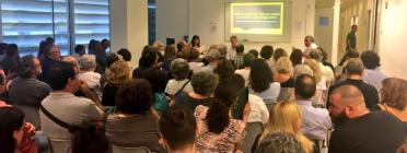 Persones reunides al Centre Cultural El Carme