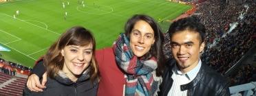 Gisela Varias (al mig) va ser mentora de Bismillah (a la dreta), un jove refugiat d'origen afganès, a través del Programa Catala de Refugi. Font: G. V. Font: G. V.