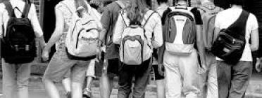 Joves a la sortida de l'institut
