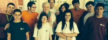 Imma Pericas, al centre de la imatge, junt amb alumnes de la Fundació Nou Xamfrà