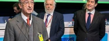 El President de l'Institut de Robòtica, Julio Molinario durant la cerimònia de lliurament del premi a Brussel·les.