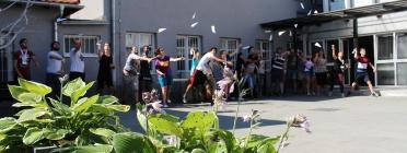 Un grup de participants del projecte YeP for Europe llancen avions durant una trobada a Croàcia Font: Colectic