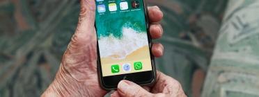 Reduir l'escletxa digital entre la gent gran, un repte de futur per la societat catalana. Font: Pixabay