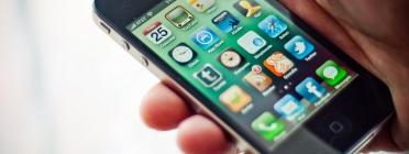 Escriptori d'un Iphone amb diferents aplicacions. Font: Jorge Quinteros, Flickr